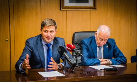 """""""El PSOE de Roquetas de Mar demuestra su cinismo al justificarse con El Cañarete mientras da lecciones a un alcalde que en seis meses logró dos nuevos enlaces con la A7"""""""