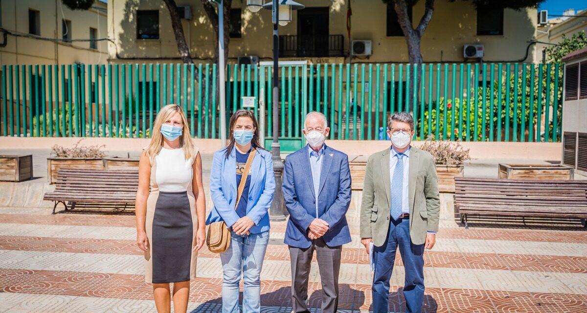 """Ana Vázquez y Juan José Matarí comprueban las """"pésimas"""" instalaciones del cuartel de la Guardia Civil de Roquetas"""